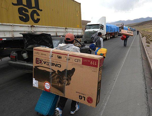 En Bolivia, 1.600 camiones de alto tonelaje sufrieron daños y perjuicios como consecuencia del quinto paro de funcionarios aduaneros de Chile.