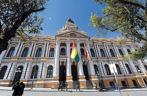 La Paz. Fachada de la Asamblea Legislativa, donde se tratará el proyecto de Ley del PGE 2016.