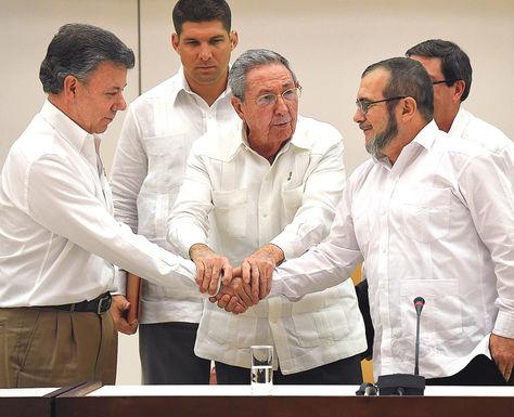 Septiembre. En Cuba, el presidente Santos y 'Timochenko' se dieron un histórico apretón de manos.