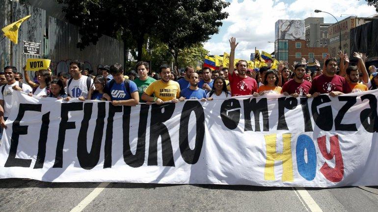 Una marchaen Caracasde estudiantes opositores al régimen de Nicolás Maduro