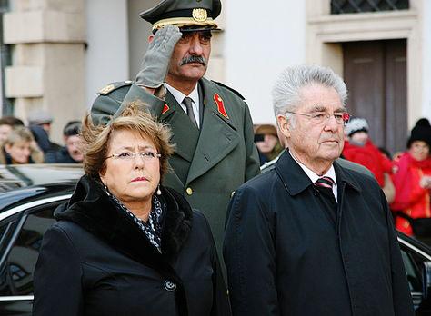 Viena. La presidenta Bachelet y Fisher hablaron sobre la demanda.