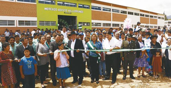 El gobernador Costas estuvo en los actos festivos y entregó la obra