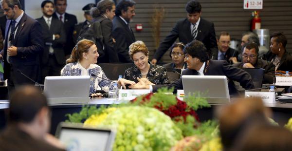 El presidente boliviano junto a Dilma Rousseff, presidenta de Brasil y Gabriela Michetti, vicepresidenta de Argentina en la cumbre de la Celac