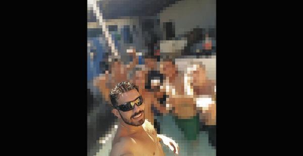 Una de las selfies que Gómez se tomó con sus amigos en la cárcel