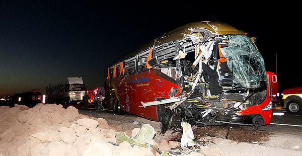 El hecho se registró esta mañana, cuando un bus chocó con otro motorizado en la población de Pozo Almonte.