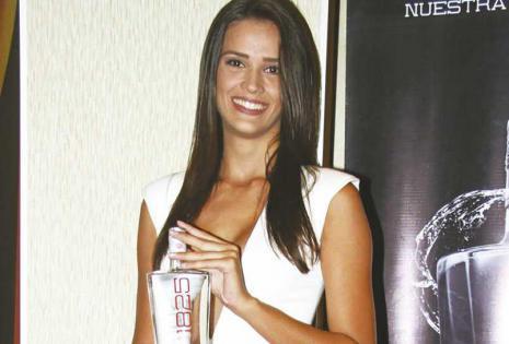 Belleza en el evento La modelo Bruna Mariano estuvo de azafata de la marca Vodka 1825