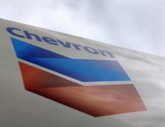 El logo de la gasolinera Chevron en una de sus estaciones en Cardiff, California