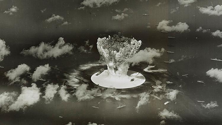 Una nube de hongo en la Operación Crossroads, que consistió de dos pruebas con bombas atómicas realizadas por los Estados Unidos en el atolón Bikini en el verano de 1946.