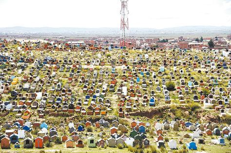 Una vista panorámica del cementerio general del Distrito 6 de Viacha, localidad Chonchocoro. Foto: Pedro Laguna