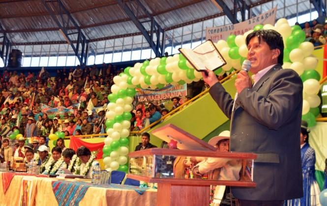 Vásquez es el tercer gobernador del MAS que promueve el Sí en actos de entrega de obras