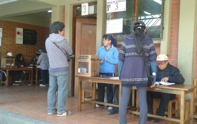 TSE ratifica que sólo acreditará a un delegado por el Sí y otro por el No por mesa