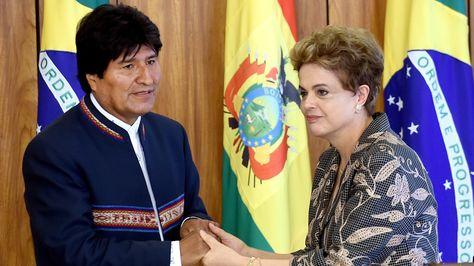 Los presidentes Evo Morales y Dilma Rousseff tras la conferencia conjunta que ofrecieron esta mañana en Brasilia.