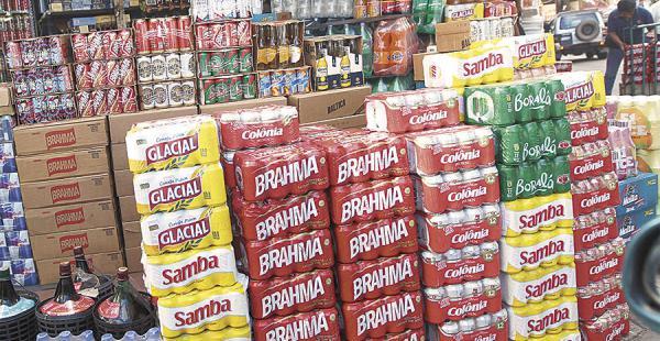 En el pasillo Pajonal, zona de La Ramada, la oferta de precio de cervezas brasileñas es surtida