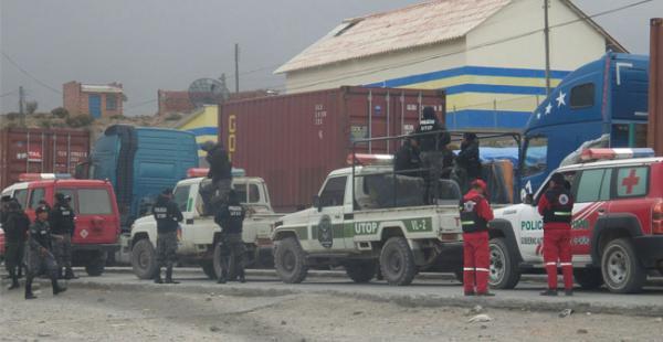 La Policía hizo uso de agentes químicos para levantar el bloqueo en Tambo Quemado que obstruía el paso desde el pasado domingo