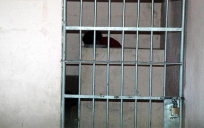 Detienen a hombre que se viste de mujer acusado de robo y de haber abusado a una menor durante años