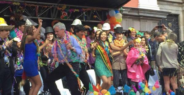 García Linera demostró sus dotes para el baile