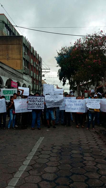 Comerciantes protestaron  contra el SIN