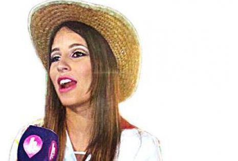 DE BOLIVIA PARA EL MUNDO.  La Chica HTV, del canal de música internacional, Anaís Castro, estuvo en el cambódromo