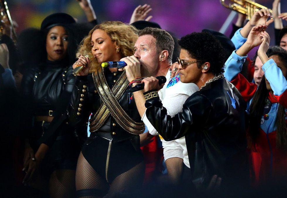 Beyonce junto a Chris Martin y Bruno Mars