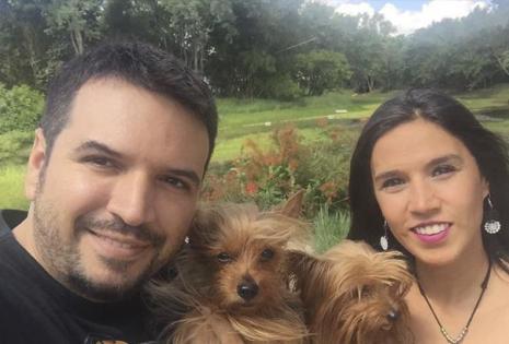 Desde La Guardia. El cineasta Jorge Sierram su esposa, Vanesa Fornasari y sus 'hijas' India y Geppetto