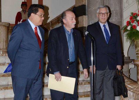 Presidente Morales se reune con el abogado Antonio Remiro en Palacio de Gobierno. Foto: ABI