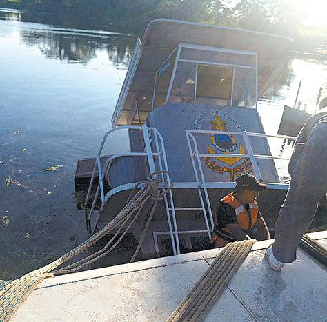 Incidente. La embarcación TNR-05 hundida en el río Mamoré.