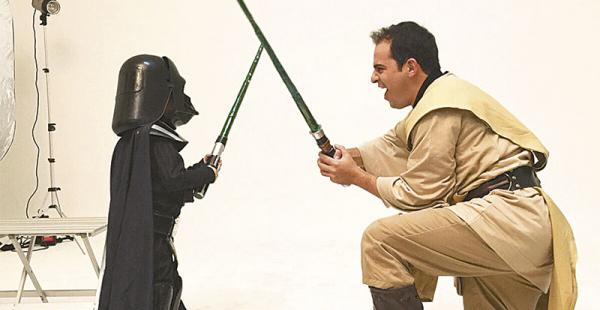 DIVERTIDOS. En pleno furor de la última entrega de Star Wars, Ronico disfrutó de ser niño otra vez, al lado de su pequeño Lucas.