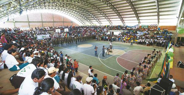 La transmisión en vivo de los actos de entrega de obras del presidente y actos similares ocupan gran parte de la programación de Bolivia TV