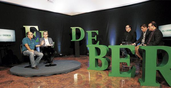 Los ministros Ferreira y Siles fueron consultados por tres periodistas de EL DEBER