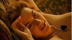 Winslet en una de las míticas escenas de «Titanic»