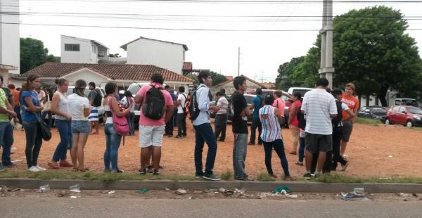 Largas colas en el Segip por la cédula de identidad, requisito para votar este domingo