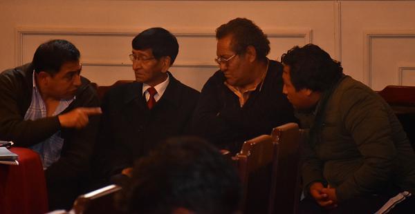 De derecha a izquierda: Wilmer Sarzuri y Braulio Rocha, acusados de incitar a la violencia que provocó seis muertes en El Alto