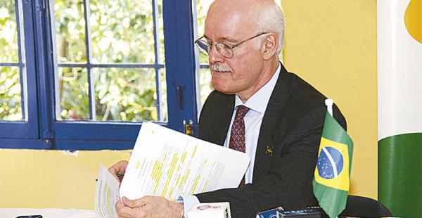 El embajador Raymundo Rocha