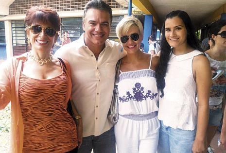 Patricia Urenda, Ernesto Justiniano, Lorena Villalobos y Natalia Justiniano