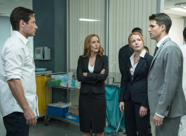 Mulder, Scully y sus dos 'miniyo', los agentes Miller y Einstein.