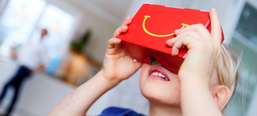 McDonalds VR Goggles 830x374 McDonald´s convierte el Happy Meal en unas gafas VR