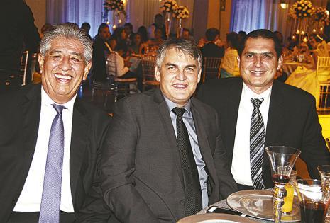 Fernando Mustafá, Johnny Bowles y Alejandro Saavedra