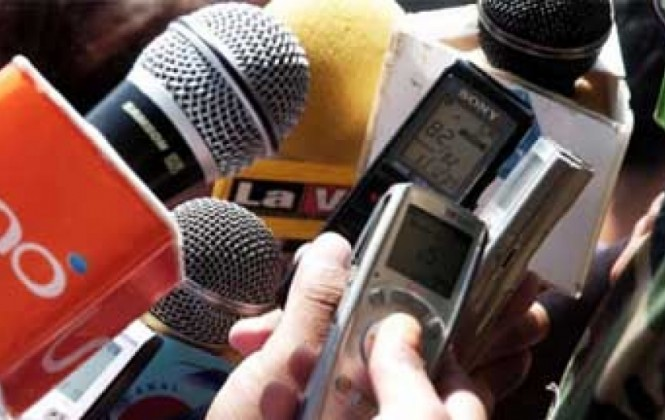 Oposición cree que Gobierno presionará con licencias a los medios, aunque el oficialismo lo niega