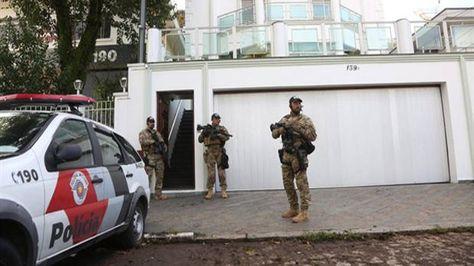 La policía hace guardia en la puerta del Instituto Lula. Foto:O Globo