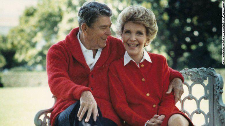 """""""Está otra vez con el hombre que amó"""", escribió en Twitter su hijastro Michael Reagan."""