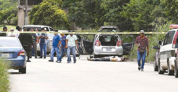 tiroteo cerca del rió piraí ocurrió en un lugar donde la vecina de enfrente dijo no oír nada Policías de Escena delCrimen levantaron más de siete casquillos en el lugar de la balacera