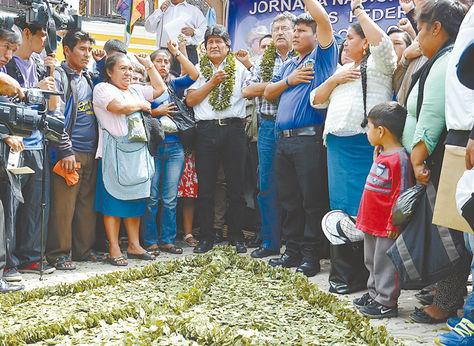 Cochabamba. El presidente Evo Morales, junto a autoridades locales, celebró el Día del Acullico, ayer. Foto: Fernando Cartagena