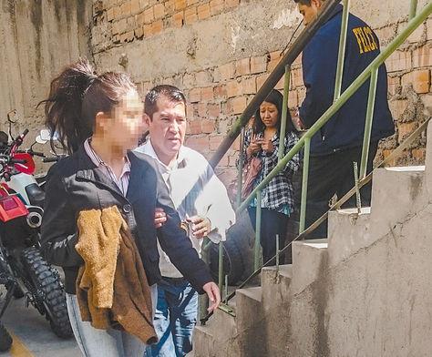 Atraco. En la fotografía, Diviana Alejandra, en la FELCC de La Paz, el lunes.