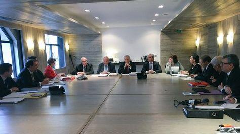 El canciller Heraldo Muñoz en reunión con el equipo jurídico para la demanda marítima boliviana