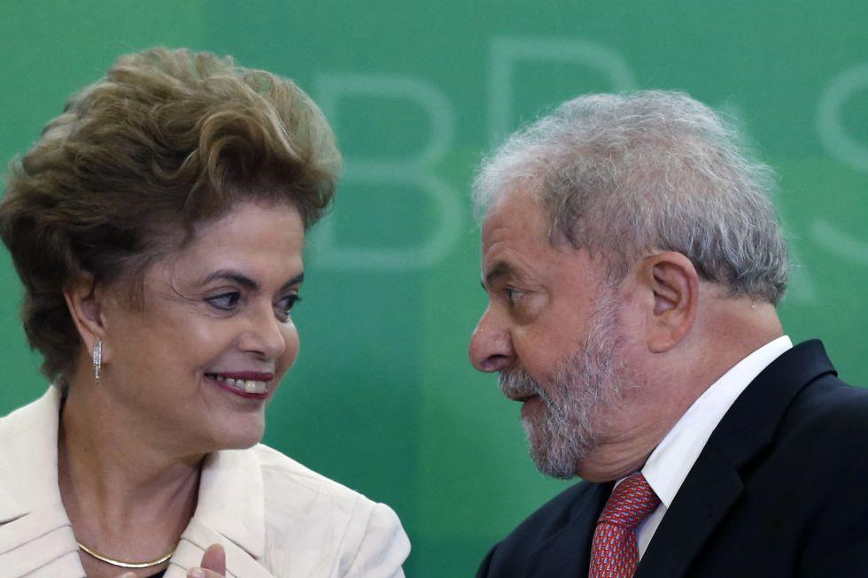 Rousseff y Lula, durante el nombramiento este jueves.