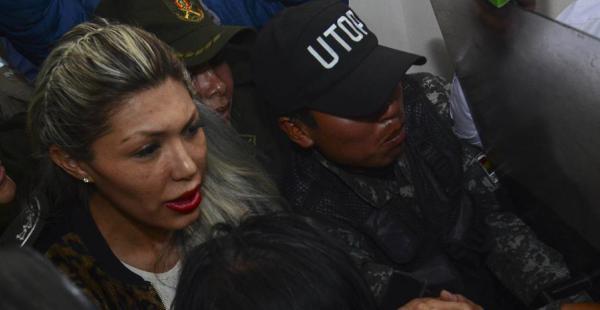 Gabriela Zapata al ingreso de una audiencia judicial, este viernes, que finalmente fue suspendida
