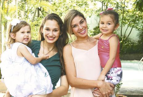 /Felices. Sonia Velasco Con Danae Parada Y Alicia Weise Con Alexandra Martorell