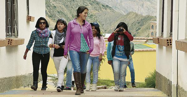 Le interesa contar historias que pasan en Bolivia y que ayuden a crecer a sus protagonistas