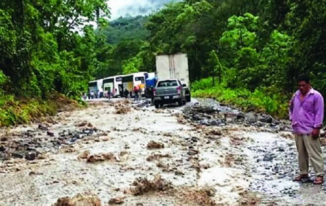 Transportistas molestos por estado del tramo El Sillar