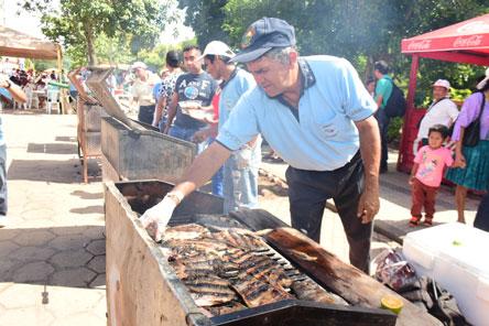 Venden 30 toneladas de pescado en Feria del Pacú